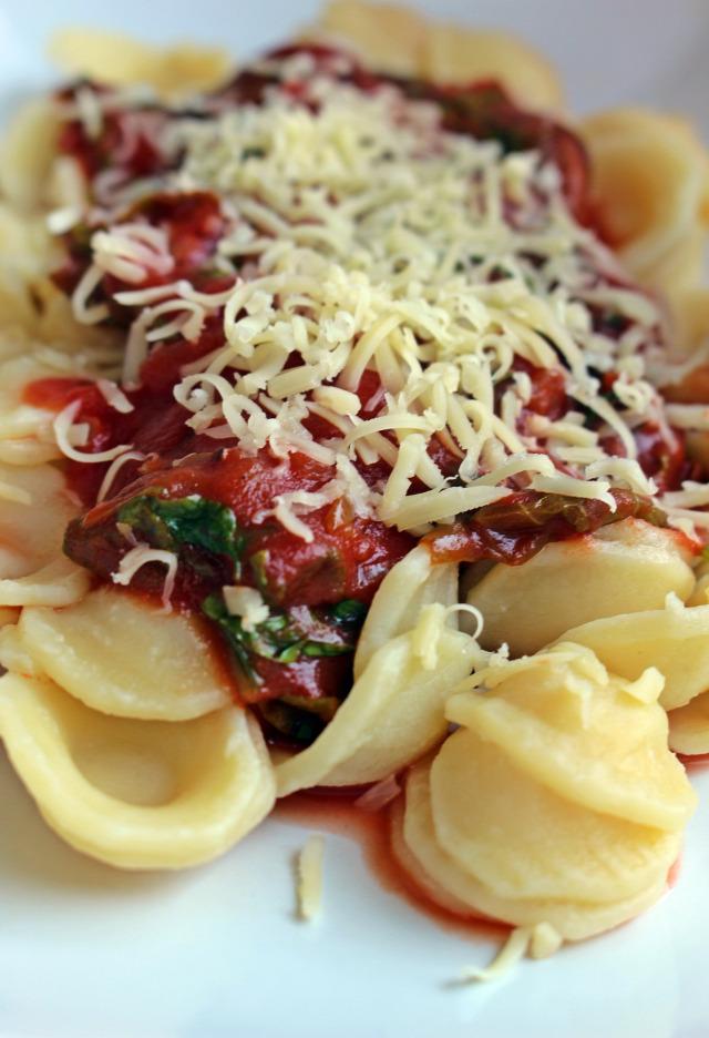 vöröshagyma fokhagyma spenót bazsalikom paradicsomszósz tészta parmezán fincsi ebédek rohanós vacsorák saláta