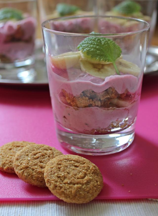 mascarpone habtejszín szeder banán citromfű porcukor zabkeksz édességek pohárkrémek