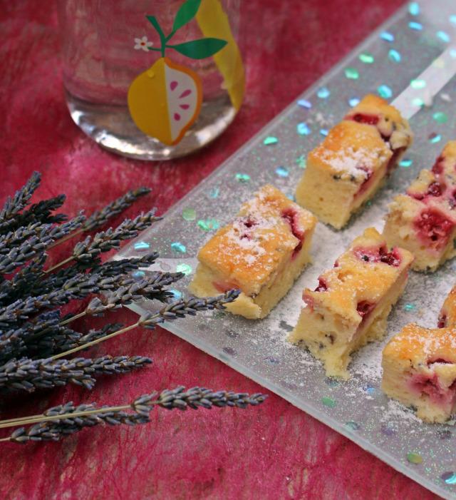 levendula ribizli málna pite édességek sütőpor liszt joghurt tojás cukor