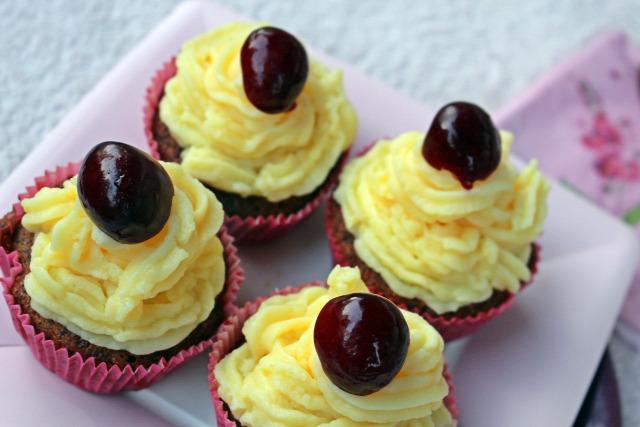 joghurt liszt cukor cseresznye meggy vanília vanília aroma tej puding mascarpone gyors muffinok édességek tojás olaj sütőpor