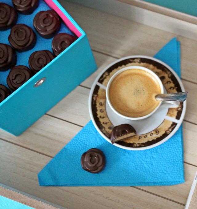 bonbon édességek csokoládé étcsokoládé fehér csokoládé étcsoki fehércsoki csoki kávé tejszín