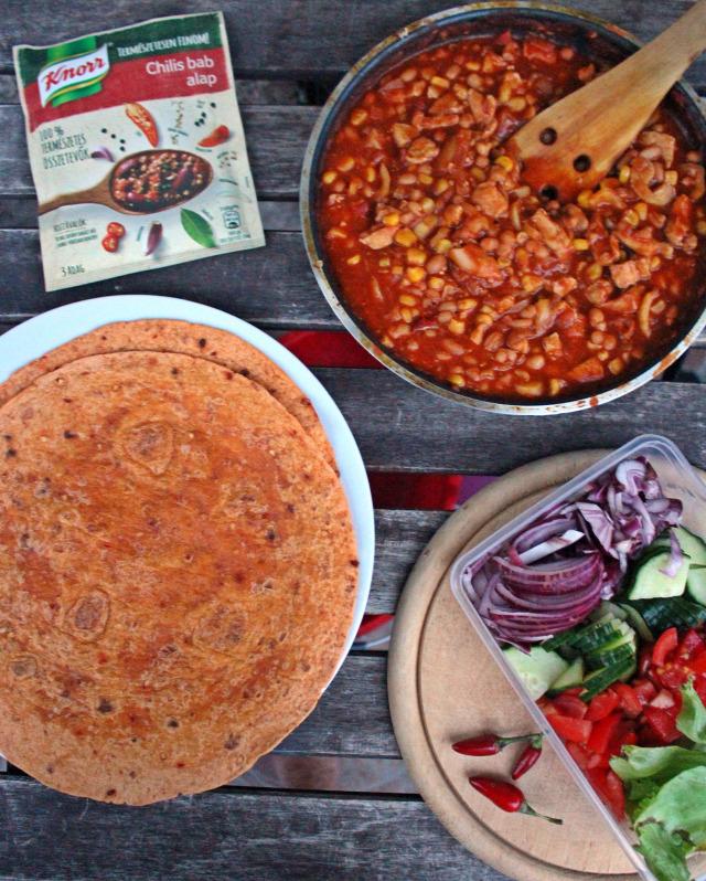 csirkemell tortilla chilis bab rohanós vacsorák paprika kaliforniai paprika hagyma lilahagyma vöröshagyma paradicsom uborka saláta trnd knorr promóció knorr 100%természetesalapok