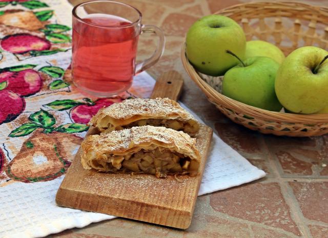 rétes édességek réteslap alma fahéj szegfűszeg tojás vaj