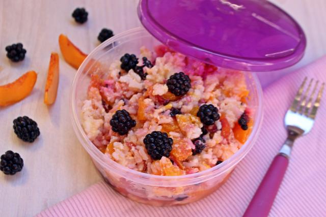 rizs gyümölcsrizs tej cukor habtejszín tejszín szeder őszibarack barack gyümölcs édességek citrom