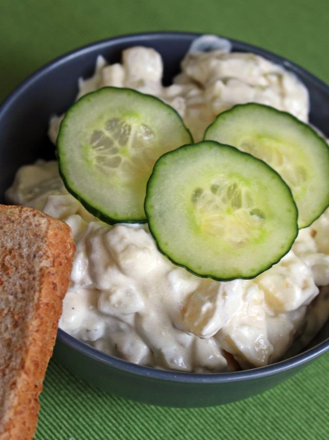 franciasaláta majonézes burgonya krumpli burgonya saláta vendégvárók uborka tejföl majonéz hagyma alma zöldségkeverék hidegtál advent karácsony adventi naptár
