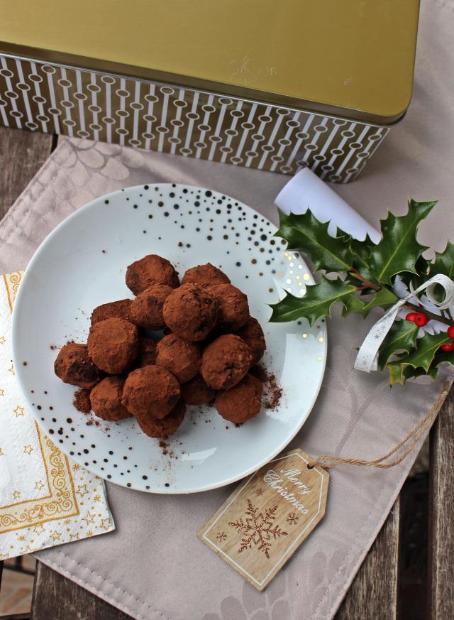 bonbon trüffel karácsony advent adventi naptár gasztroajándék étcsoki étcsokoládé narancs tejszín kandírozott narancs kakaópor habtejszín kakaó csoki