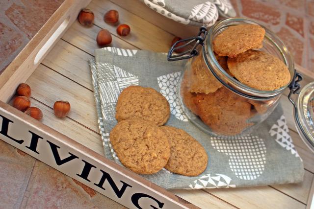 mogyoróvaj keksz édességek vaj sütőpor liszt barnacukor cukor tojás fahéj szegfűszeg