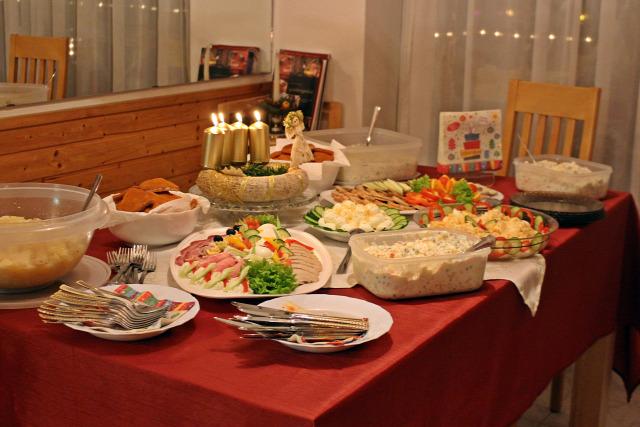 saláta vendégvárók tojás töltött tojás sonkatekercs töltött karaj majonéz krumpli zöldség hidegtál