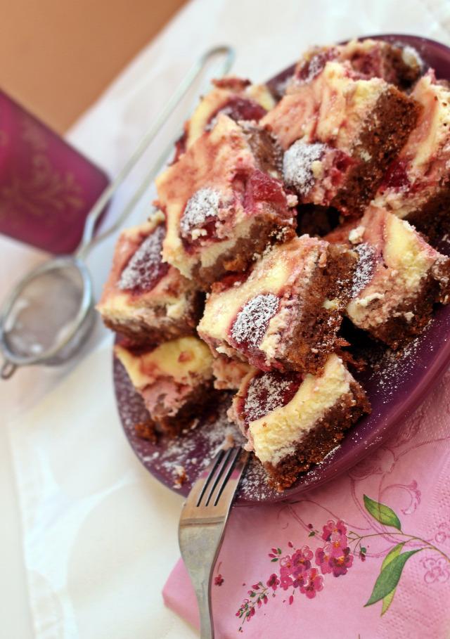 brownie cheesecake cheesecake brownie édességek eper étcsokoládé csokoládé vaj tojás liszt cukor kakaópor lekvár krémsajt joghurt