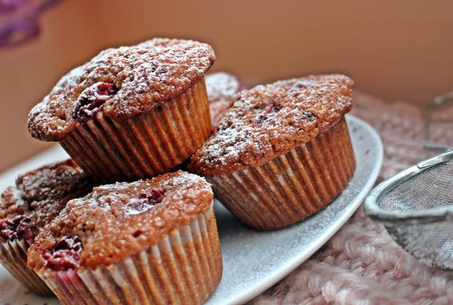 gyors muffinok édességek cukor liszt sütőpor vaj meggy kakaópor tojás