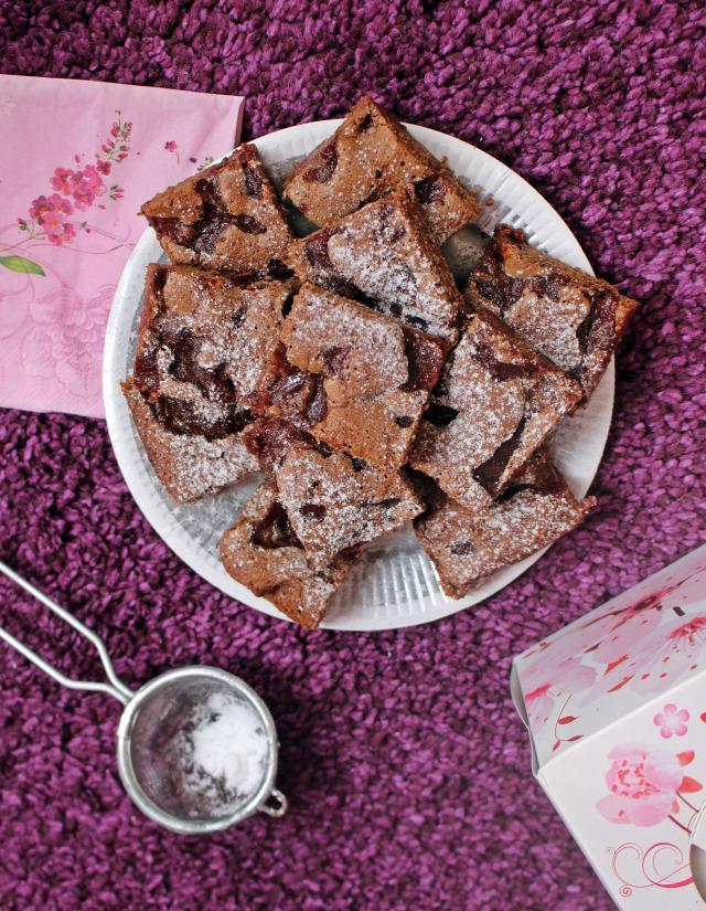 meggy brownie édességek étcsokoládé étcsoki csoki csokoládé liszt cukor kakaópor tojás