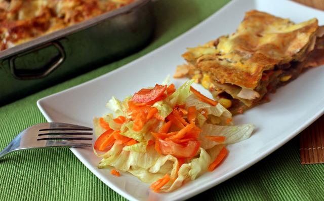lasagne tészta fincsi ebédek paradicsomszósz sonka olívabogyó kukorica lasagne tészta joghurt tojás sajt