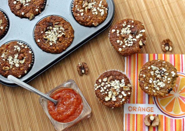 tojás joghurt olaj zabpehely méz gyors muffinok muffin szódabikarbóna sütőpor teljes kiőrlésű liszt barack sárgabarack lekvár édességek dió