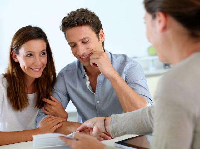 ingatlan adásvétel adásvételi szerződés magánokirat vevő eladó ügyvéd ingatlanjog tulajdonjog bejegyzés földhivatali eljárás