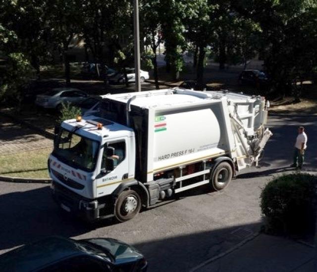 hulladékgyűjtők Pécs SERES autó kukásautó gazdaság