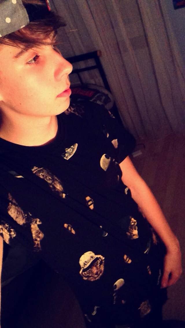 Csabi pólók ruhák kiegészítők