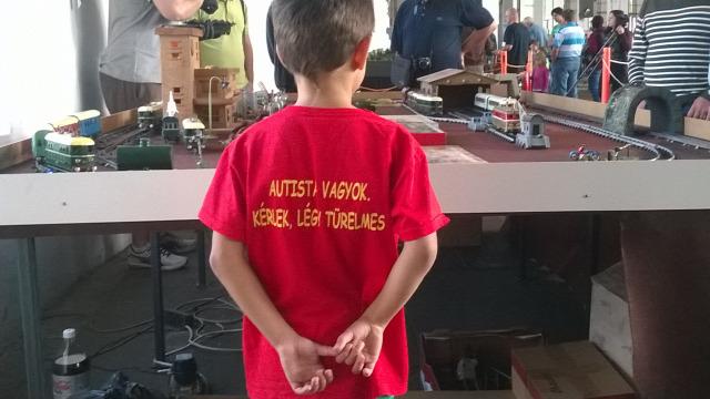 autizmus autista gyerekek játszótér nevelés