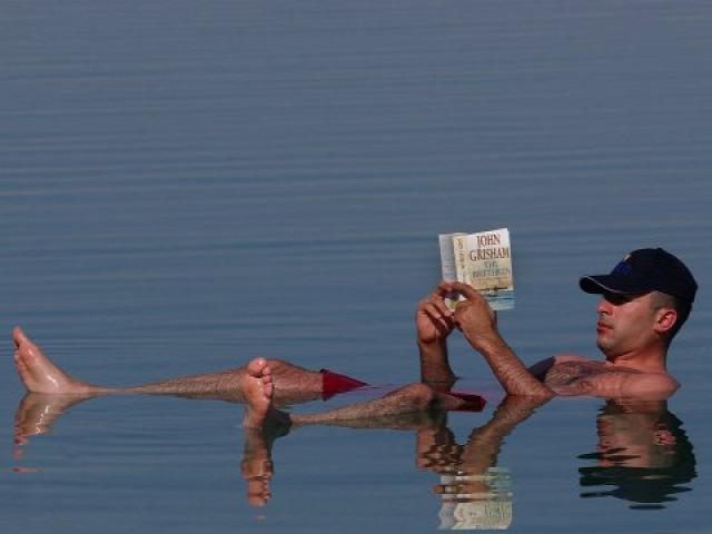 olvasás könyv extrém vicces könyvújdonság bestseller
