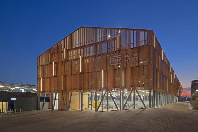 parkolás parkolóház épület építészet p+r városi archichat