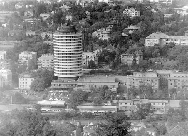 magasház budapest magyarország lechner tudásközpont mészaros ábel felhőkarcoló toronyház archichat mezei dániel