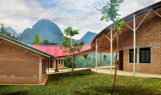 szegénység vietnam építészet Poor Students Fund iskola pénz olcsó kendik géza mezei dániel organikus építészet bambusz agyag design