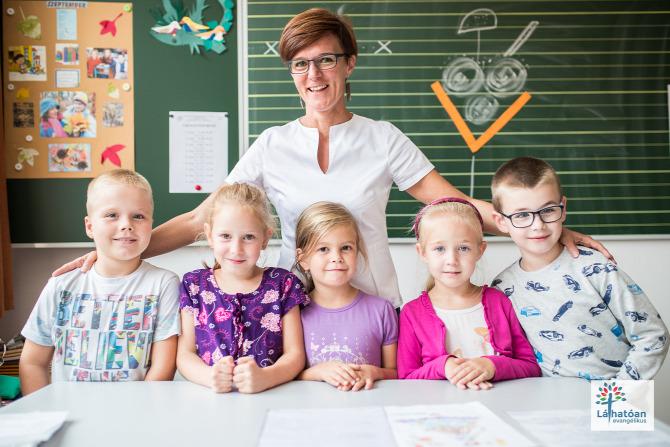 Domony tanító tanár Pest megye