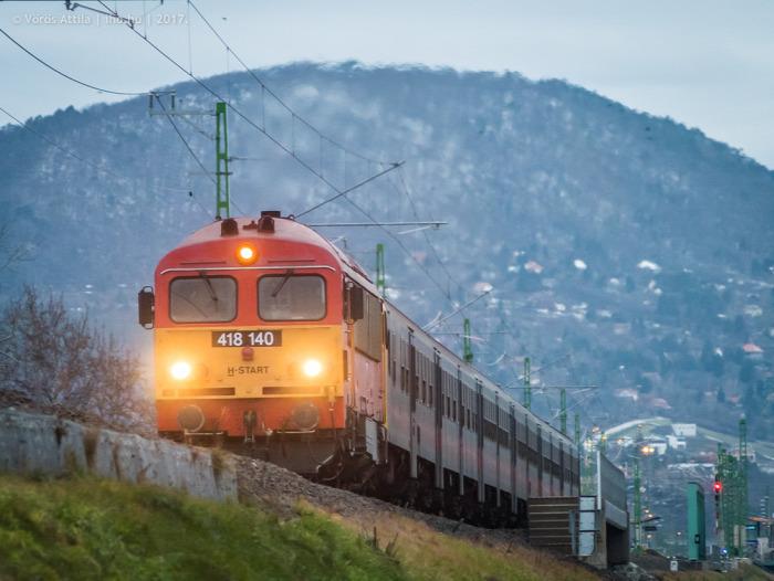 vasút MÁV beszerzés EU Esztergom Piliscsaba menetrend Flirt villamosítás