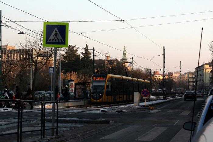 Budapest villamos közút trolibusz EU beszerzés IKOP