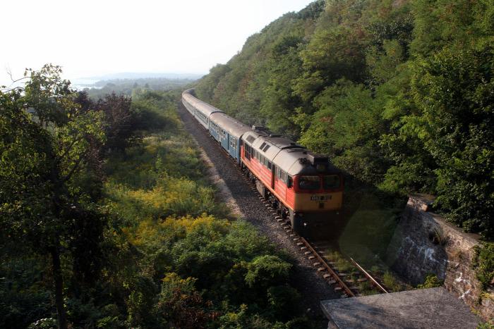 vasút villamosítás NIF Szabadbattyán Balatonfüred Tapolca rekonstrukció beszerzés EU