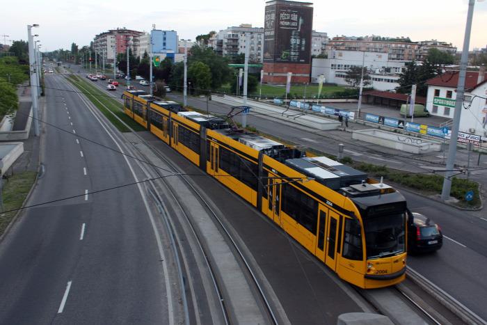 villamos Budapest alacsonypadlós BKK