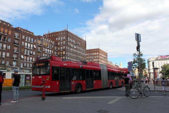 Budapest közút utastájékoztatás BKK menetrend troli híd gyalog gyorsvasút metró 4-es metró busz