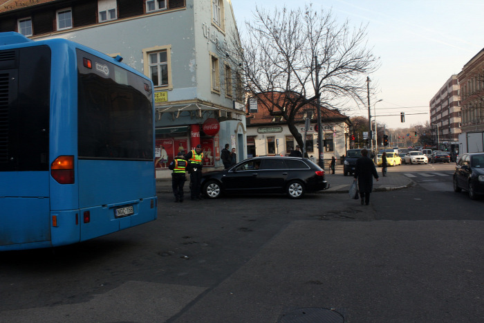 Tarlós István közút Budapest közterületfelügyelet büntetés KRESZ