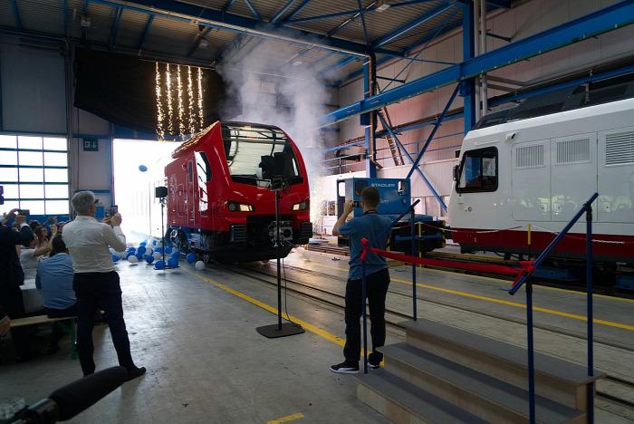 vasút villamosítás Stadler Flirt hibrid Olaszország beszerzés