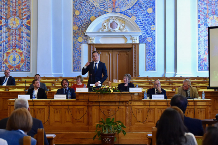 Szijjártó Péter vasút Kolozsvár Románia nagysebességű beszerzés felújítás