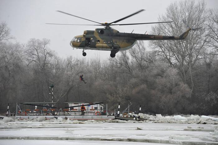 Tisza hajózás komp magazin helikopter repülés baleset
