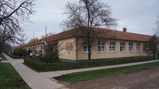 iskola felújítás mosdófelújítás Bucsa