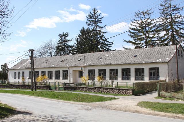 Szentpéterúri Általános Iskola Szentpéterúr mosdófelújítás iskolai mosdó vizesblokk mosdó
