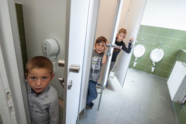Domestos Iskolamosdó Felújítási Program 2019 B&K  Közösségi mosdók szakértője másodszorra támogatta a Mosdófelújítást