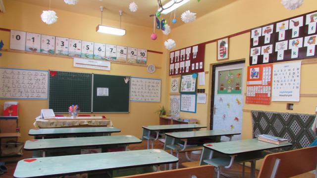 Révay György Iskola és Gyermekotthon iskolai mosdófelújítási program mosdófelújítási program mosdó felújítás Tiszaföldvár