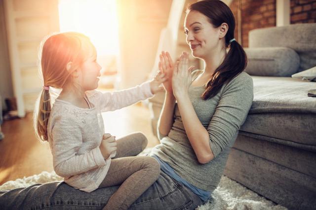 Gary Chapman szeretetnyelvek 5 szeretetnyelv minőségi idő testi érintés szívességek ajándékozás elismerő szavak