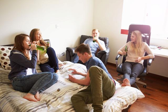 tanévkezdés gólyatábor lerészegedés felnőtté válás szertartások ballagás