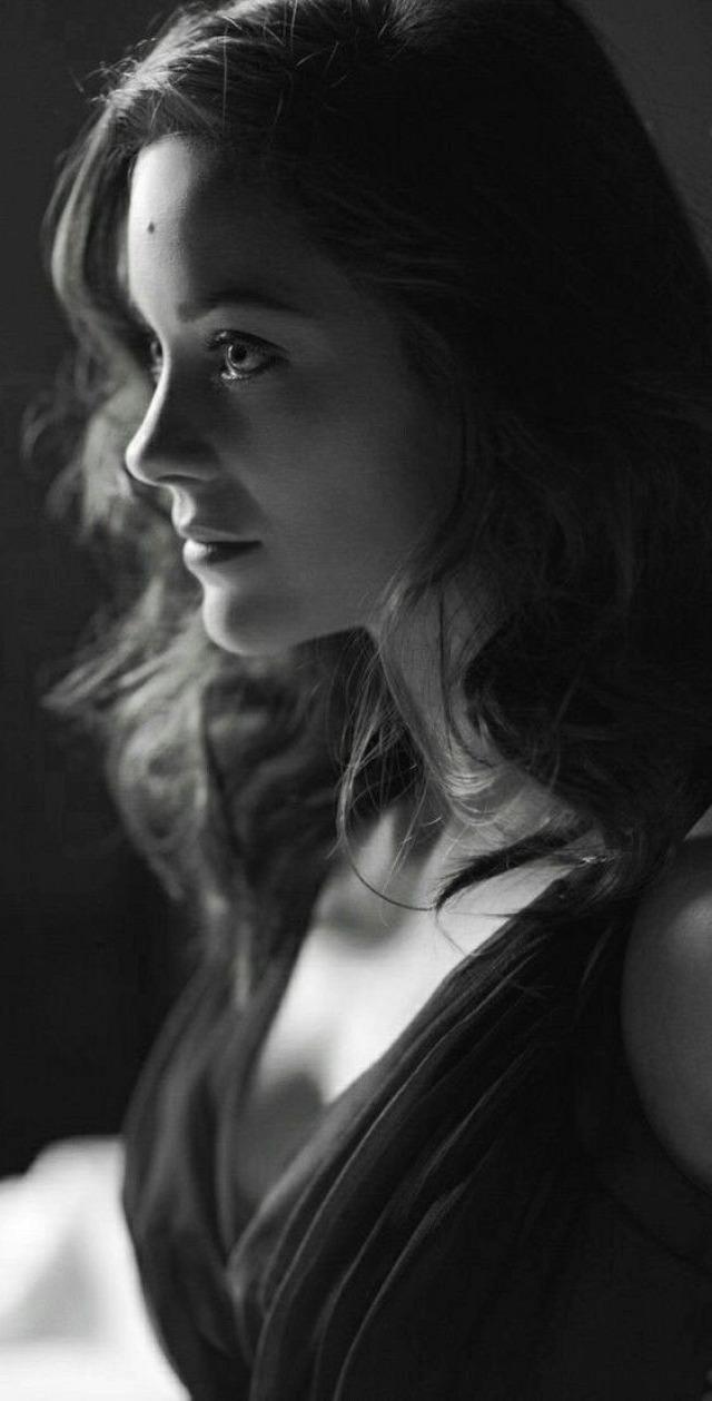 marion cotillard bor mámor provance hosszú jegyesség Jhonny Depp Max Fanny Marcel Edit Piaf Piaf Szeress ha mersz Eredet DiCaprio francia film művészfilm Éjfélkor Párizsban gyerekek Dior Rozsda és csont