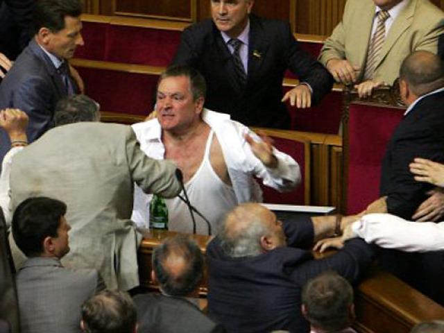 pofon ukrán parlament ukrajna politika verekedés