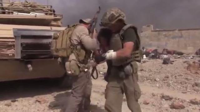 irak moszul ostrom földön iszlám állam mesterlövész segélymunkás különleges erők