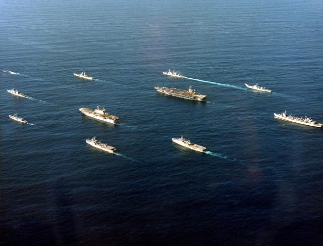 us navy biztpol. észak-korea carl vinson repülőgéphordozó