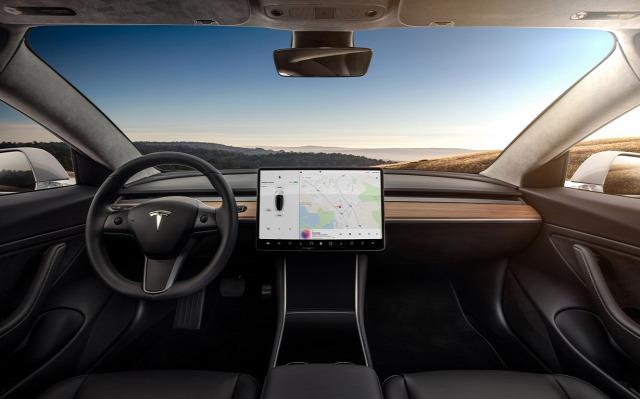 Tesla Model 3 Elon Musk elektromos autó
