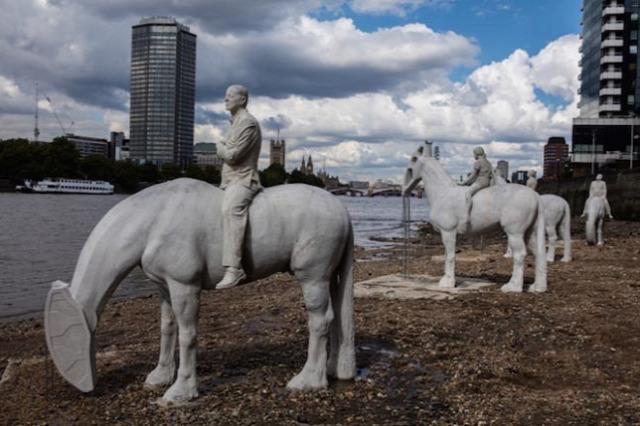 szobor szobrászat modern lovasszobor