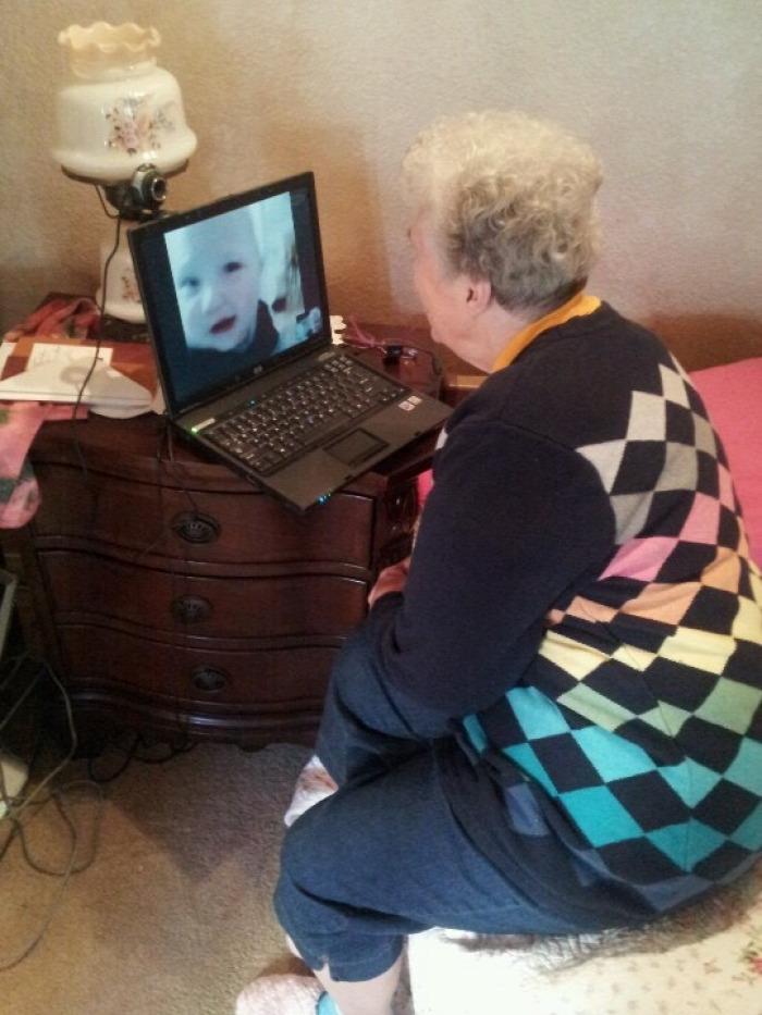 Tanács Skype-nagyi külföldi munkavállalás család London unoka e-Mental online mentálhigiénés tanácsadás