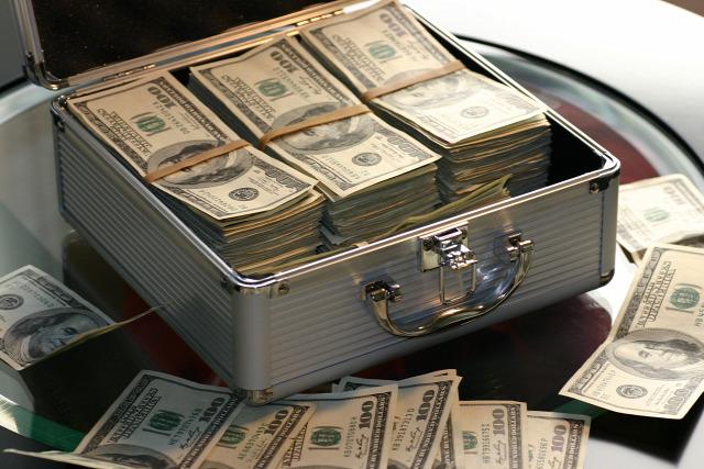 Tanács anyagi biztonság szorongás erőszak pénzügyi helyzet család jövedelem pénz