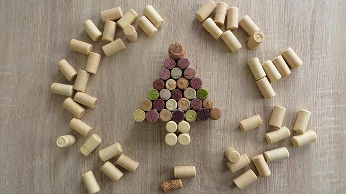 borosdugó könnyű ünnepek gyerekekkel DIY karácsony asztaldísz kreatív újrahasznosítás recycle ragasztópisztoly olcsó